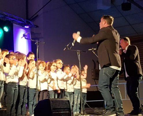 Concert donné par les enfants de cycle 2 NOTRE DAME et SAINT LOUIS avec LES JUMEAUX LE 4 AVRIL 2019